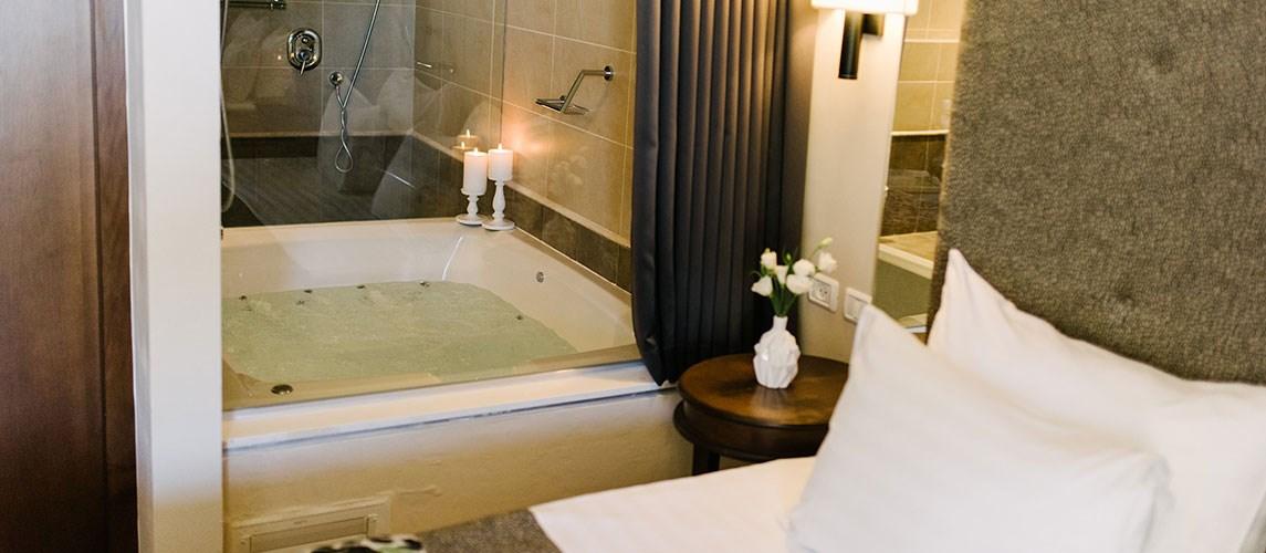 מלון הגושרים - סוויטת בוטיק- אמבטיה