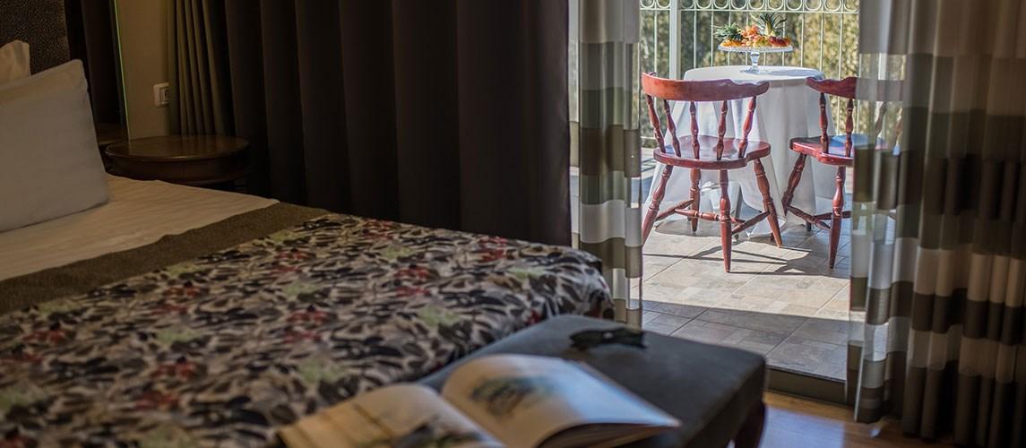 מלון הגושרים - סוויטת בוטיק- חדר שינה עם מרפסת